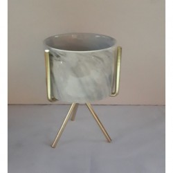 Mini maceta ceramica simil carrara con tripode de acero dorado