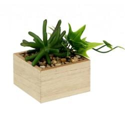 Planta artificial con maceta de madera cuadrada