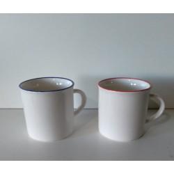 1- Mug de porcelana blanca con borde de color simil losa